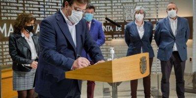 El presidente de la Junta y los agentes sociales firman la Estrategia Logística de Extremadura